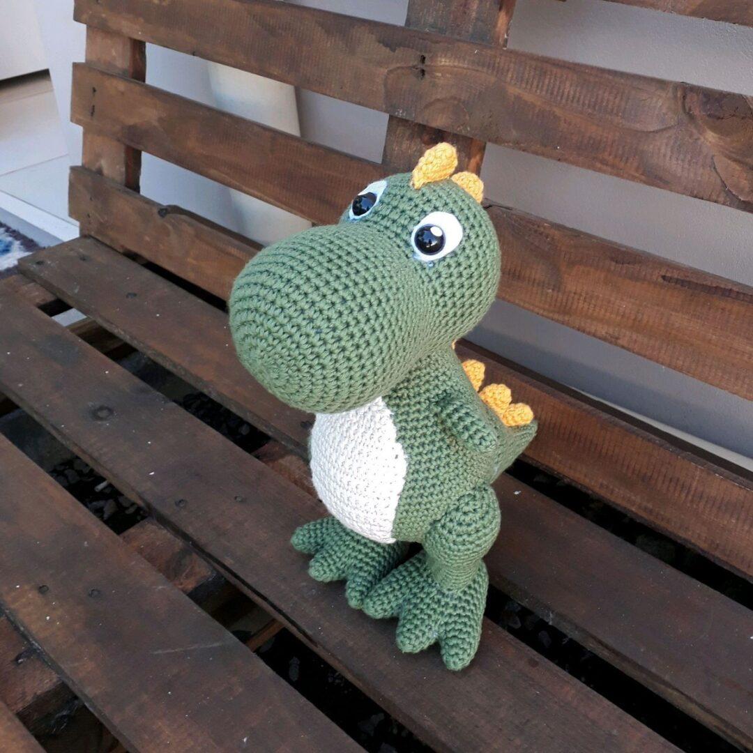 Step by step dinosaur amigurumi in crochet
