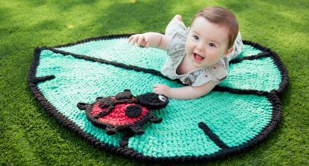 Rug in crochet leaf model